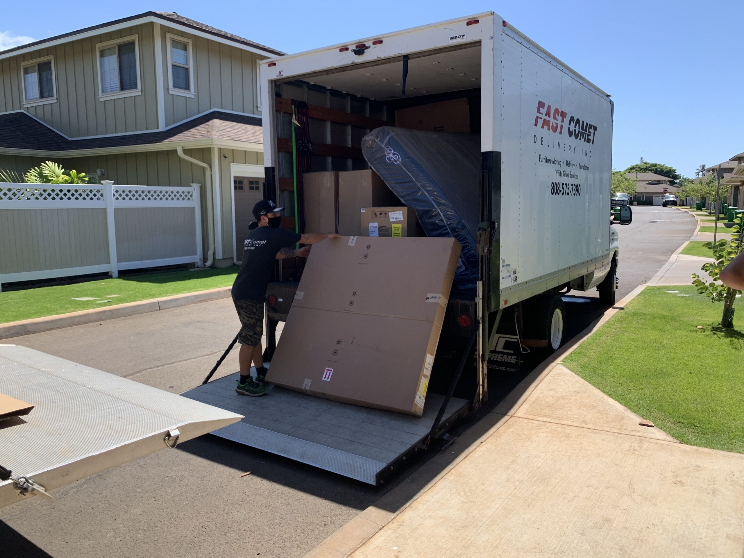 Fast Comet Delivery Truck 6 - Maui Hawaii