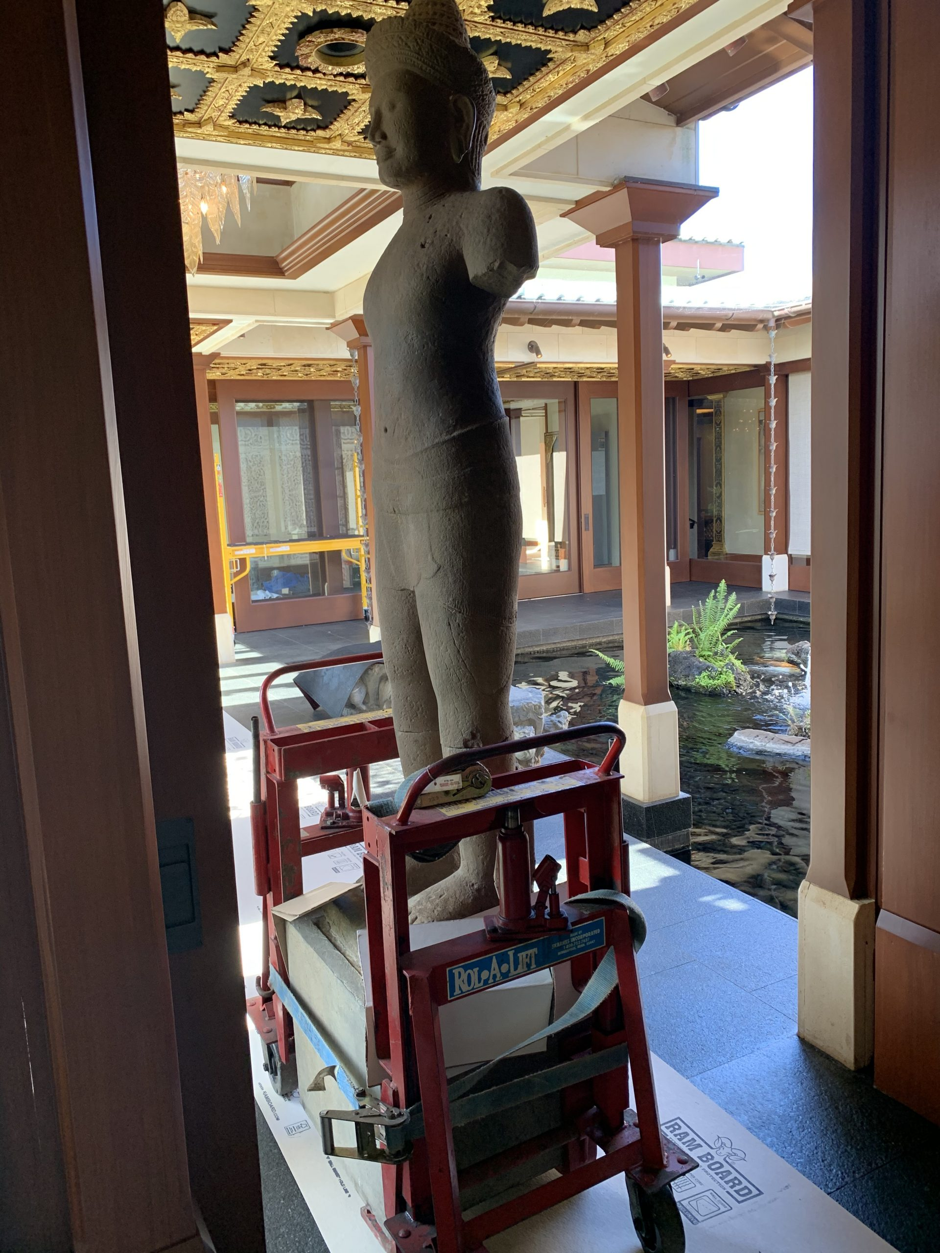 Fast Comet Delivery Art Installs - Maui Hawaii - Moving Services