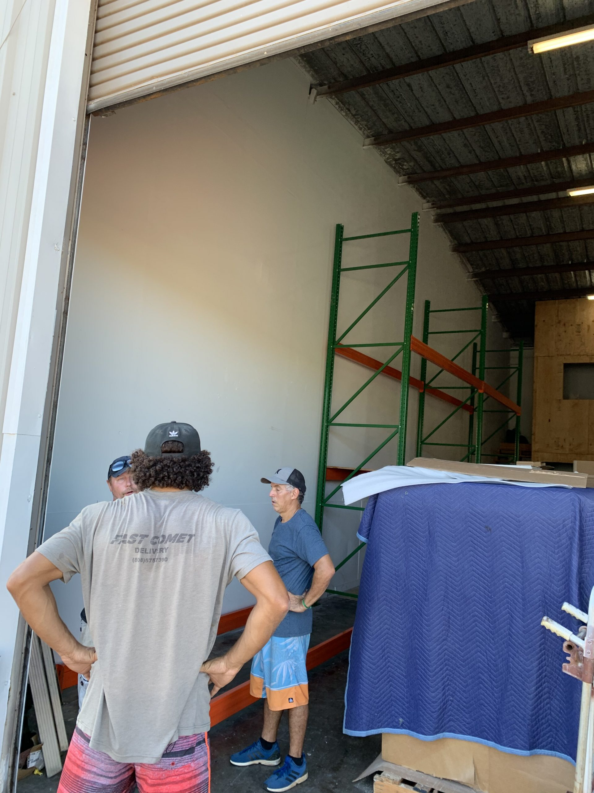 Fast Comet Warehouse 9 - Maui Hawaii - Movers
