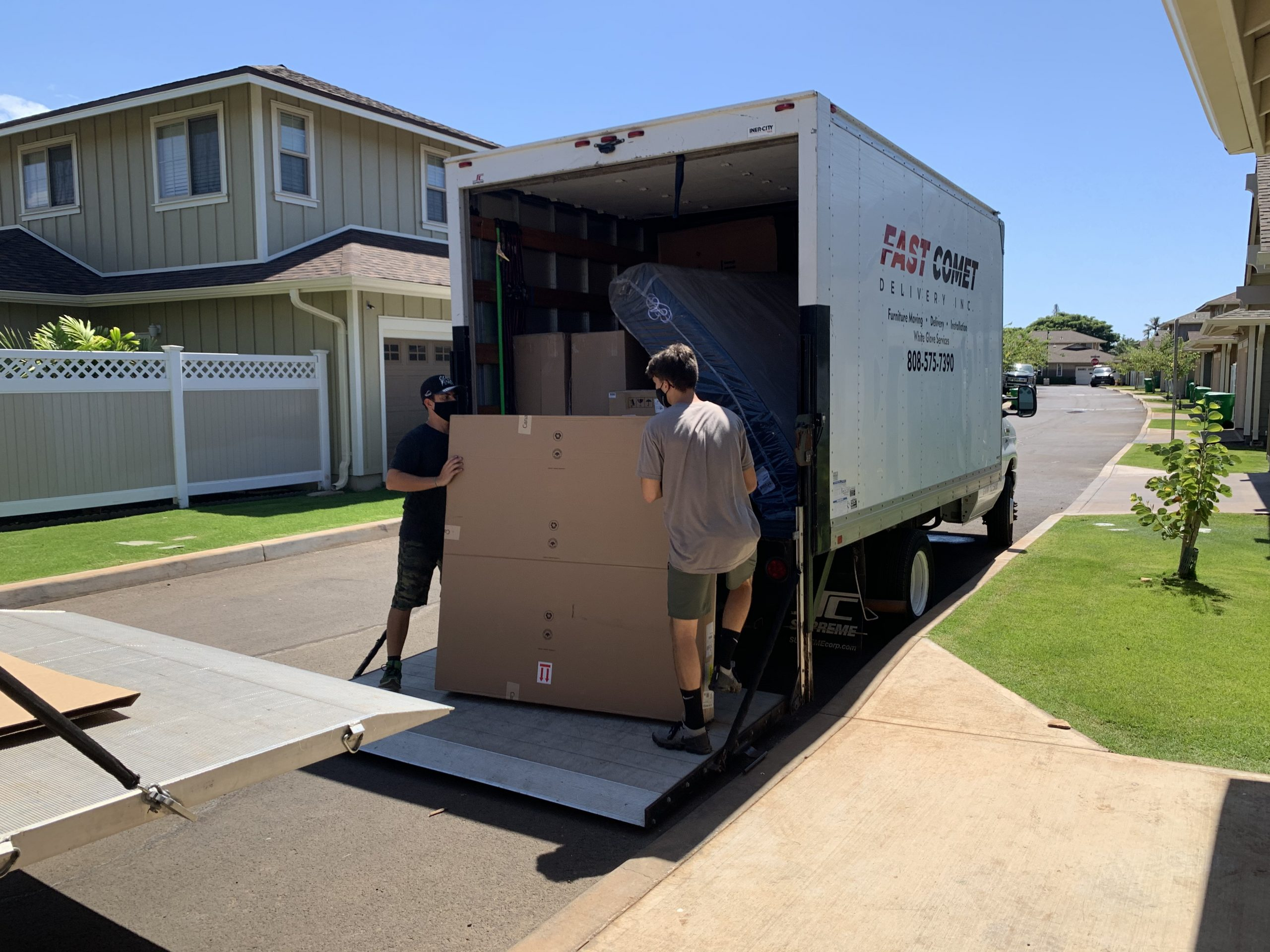 Fast Comet Delivery Truck 13 - Maui Hawaii