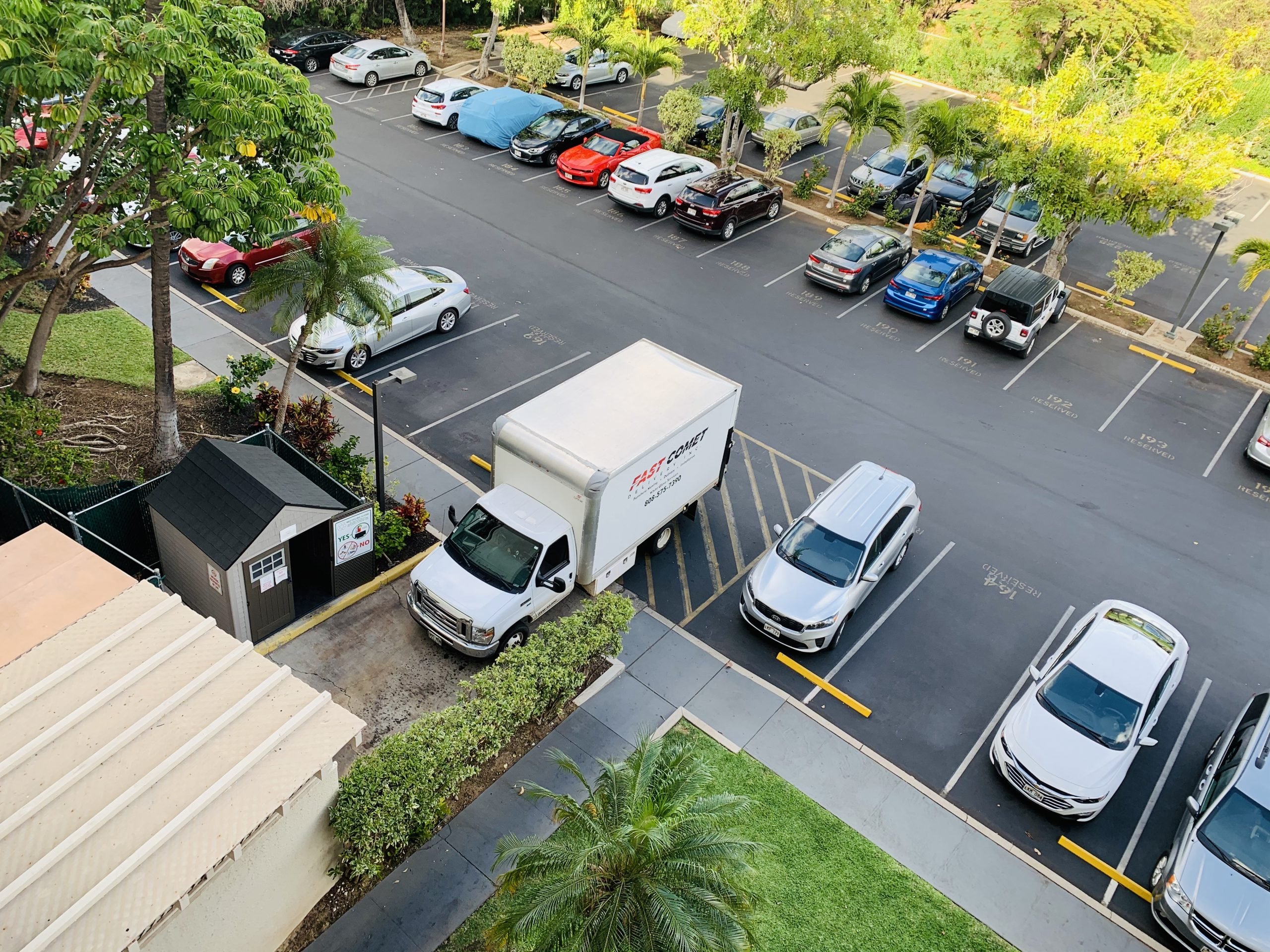 Fast Comet Delivery Truck 12 - Maui Hawaii