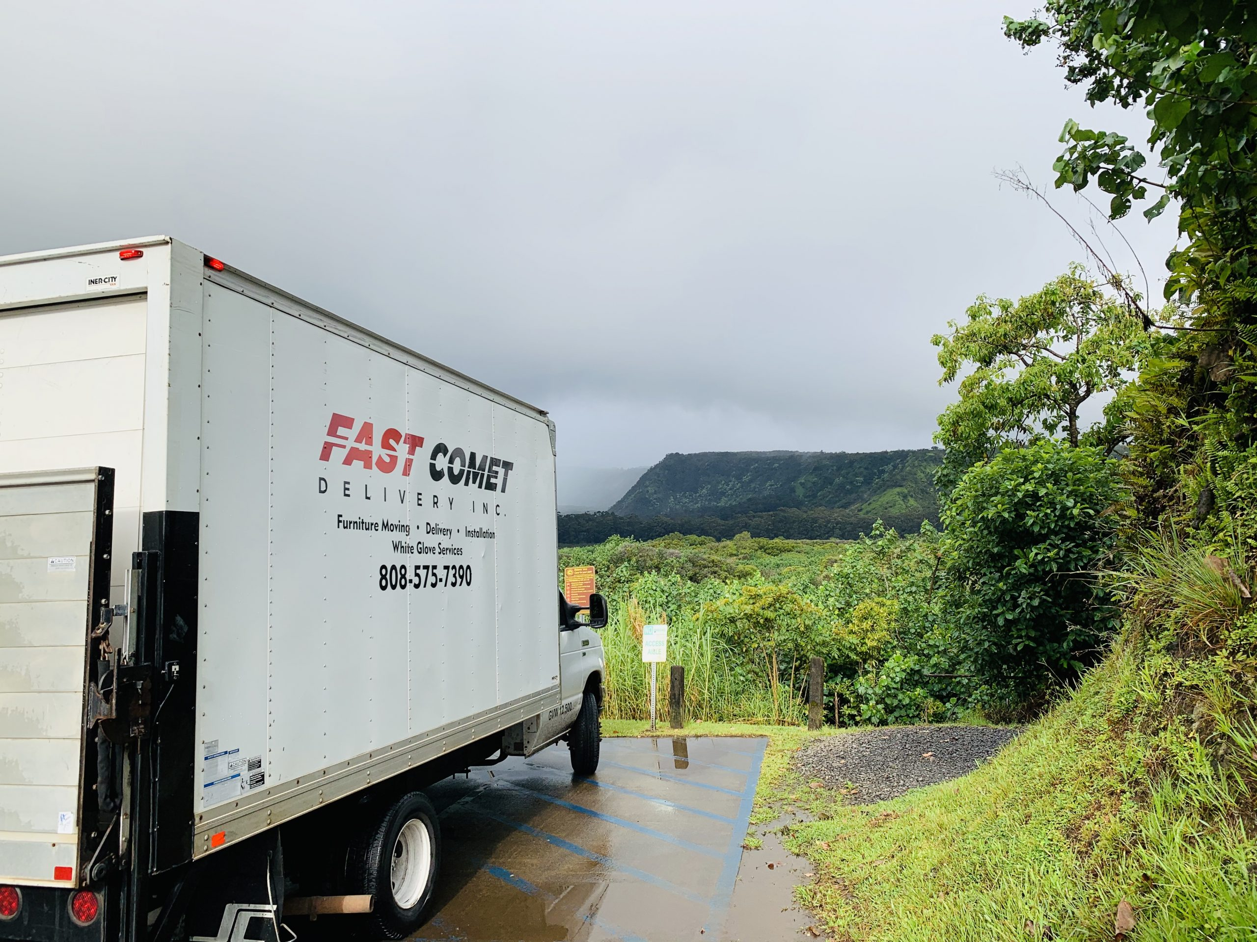 Fast Comet Delivery Truck 10 - Maui Hawaii